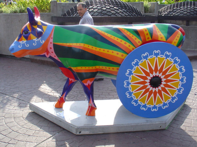 351f6-carreta_costa_rica_cow_parade
