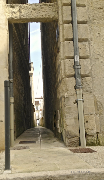 d6169-saintes-alley-0609