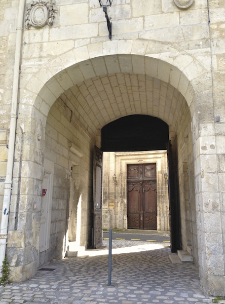 f4071-saintes-doorway-0585