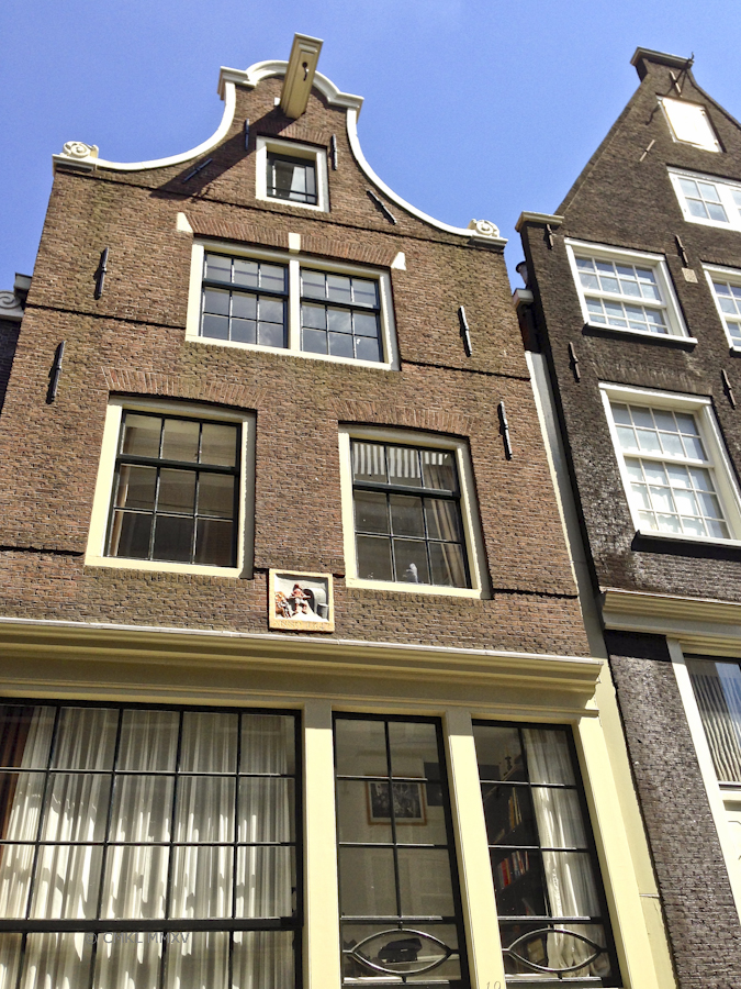 One of the many restored 16th and 17th century houses in the Jordaan neighborhood of central Amsterdam. Formerly workshops & trade buildings, this one was a bakery, as indicated by the plaque, now very posh and expensive privat homes.