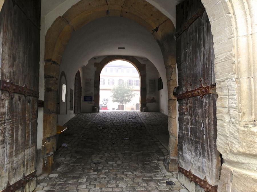Inside this impressive gate we find an interessting notice