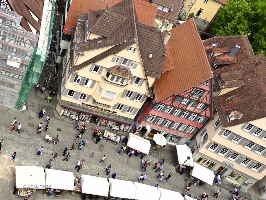 All those tiny homunculi checking out the book fair stalls at the Holzmarkt