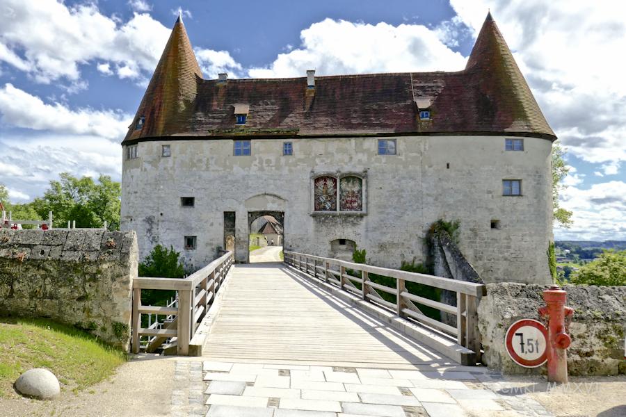 BurgHausen.Arrival.01-1000528
