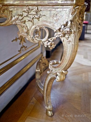 A gorgeous, delicate yet voluptuous Rococo console table, original piece.