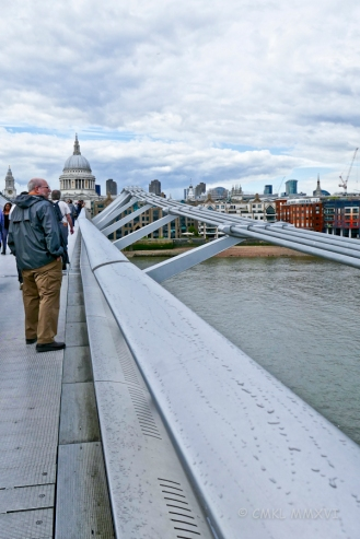 We entered the Wobbly Bridge from the Bankside end ...