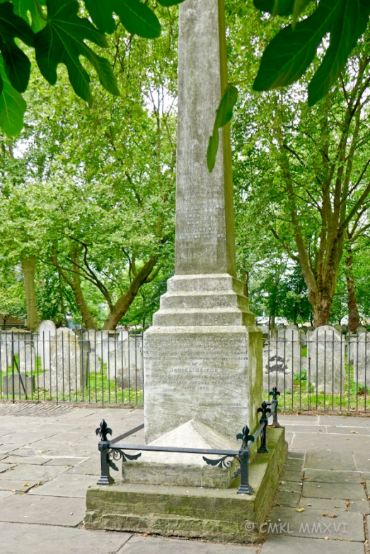 Daniel Defoe né Foe's memorial [Robinson Crusoe]