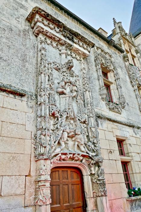 La célèbre porte de style gothique et ses détails - Die berühmte Tür im gotischen Stil, mit Details - The famous gothic style door, with details