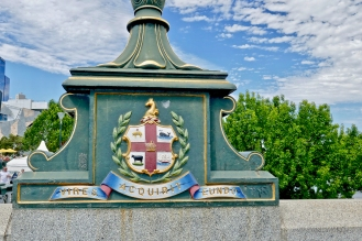 """She Gathers Strength As She Goes"" Melbourne motto & flag"