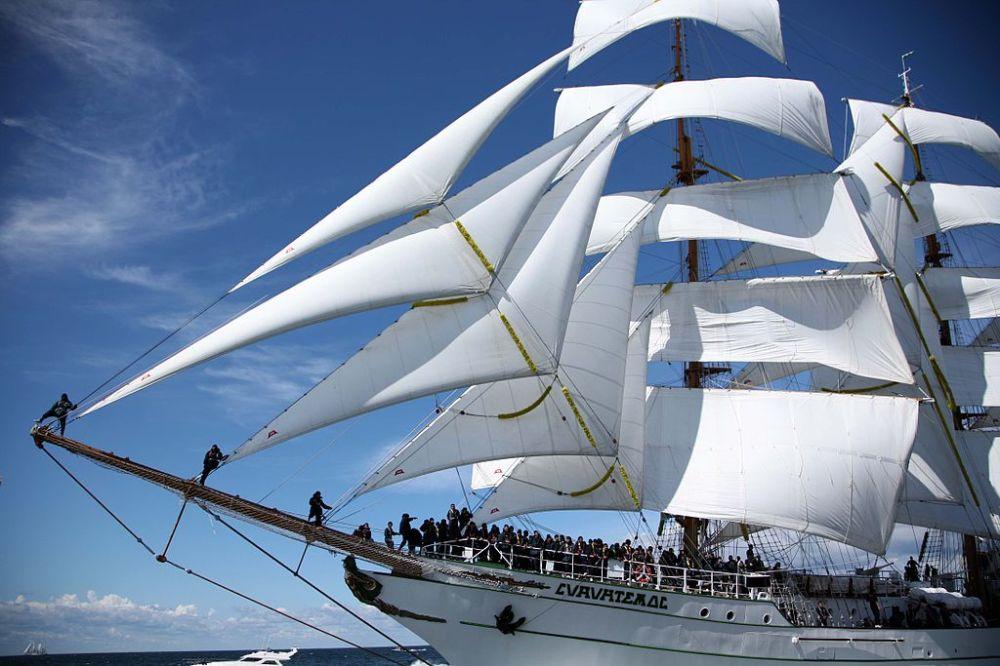 Sailing_Close