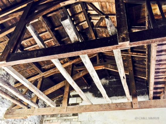 "Impressive roof trusses in the entry ""barn"""