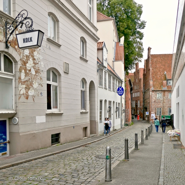 "The ""Kolk"" alley, a narrow cobbled lane ..."
