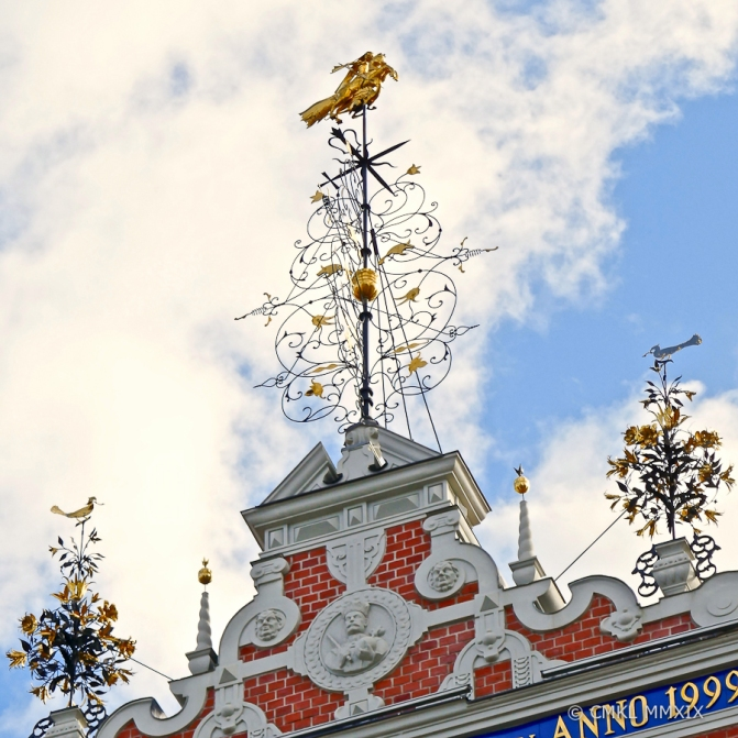 Reproduction of the original St.Georg-fighting-the-dragon weathervane and wrought-iron façade decorations.
